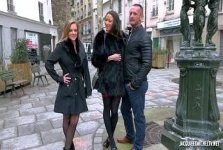 Jacquieetmicheltv – Plan très chaud entre Tiffany et Cassie !