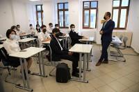 Șapte școli din București reiau orele cu prezență fizică pentru o zi. Apoi intră în vacanță